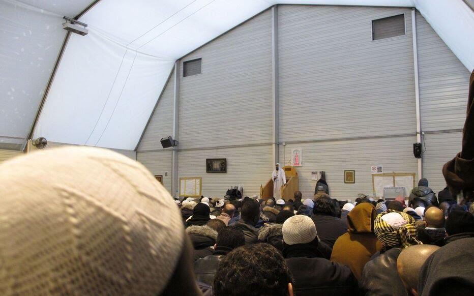 Archives. La mosquée de Pantin, lors d'un prêche après les attentats de Charlie Hebdo.